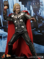 Thor - Thor Limited Edition Collectible Figurine_PR6.jpg