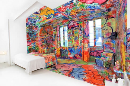 graffiti_panic_room_hotel_1.jpg