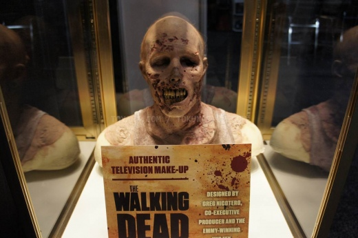walking-dead-Toy-Fair-2012-014_.jpg