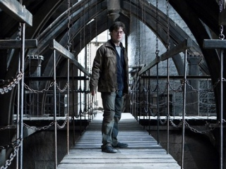 harry-potter-and-the-grey-set-decorations_.jpg
