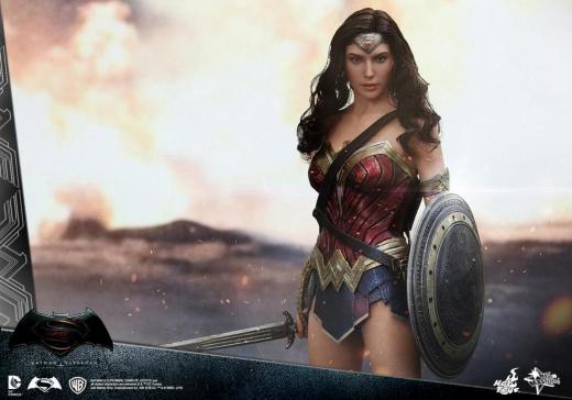 Hot Toys - BvS - Wonder Woman Collectible Figure_PR3.jpg