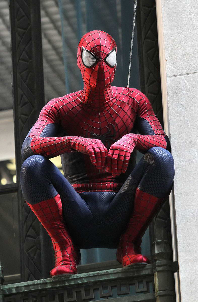 THE AMAZING SPIDER-MAN 2 Set Photos Feature Spidey Suit ...