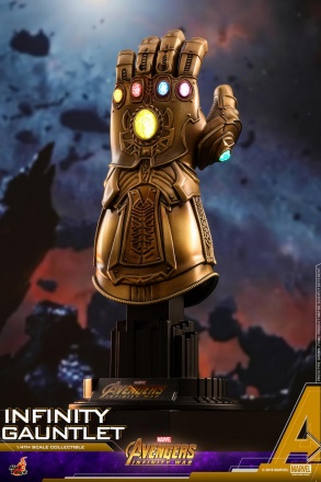 Hot Toys - AIW - Infinity Gauntlet Collectible_PR1.jpg