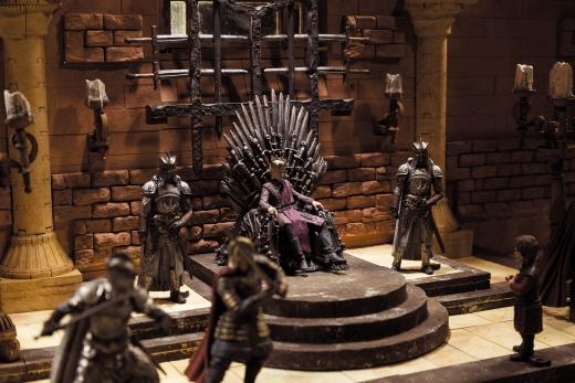 McFarlane-Game-of-Thrones-Iron-Throne-Room-Set-001.jpg