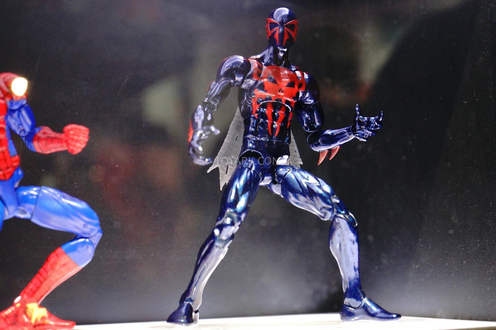 Scarlet Spider vs Spider Man 2099 Sdcc-2014-spider-man-2099