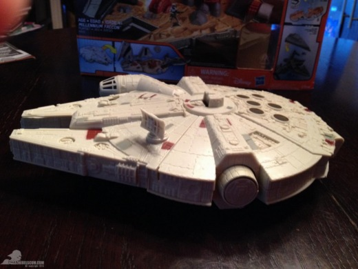 star-wars-the-force-awakens-millennium-falcon-micromachines-playset-080615-010.jpg