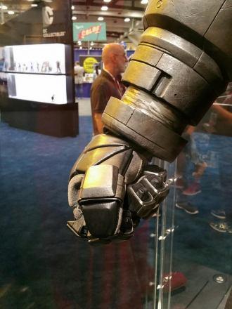 batman-v-superman-armor-comic-con-2015-image.jpg
