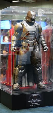 batman-v-superman-armor-comic-con-image.jpg