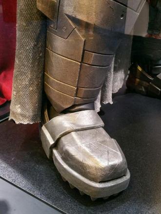 batman-v-superman-armor-image-comic-con-closeup-450x600.jpg