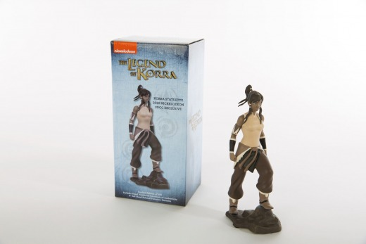 SDCC-2016_Nick_Korra-Box-and-Statuette.jpg