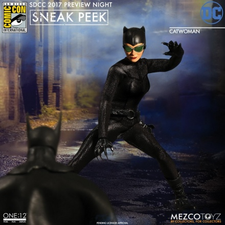 Mezco-SDCC-2017-DC-Comics-Catwoman-One12-Collective-1.jpg