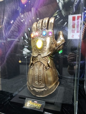 infinity-gauntlet-sideshow-collectibles-sdcc2018_1.jpg