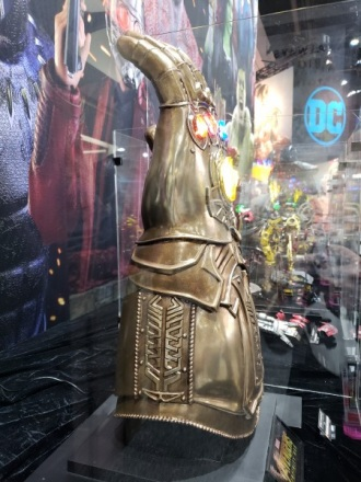 infinity-gauntlet-sideshow-collectibles-sdcc2018_3.jpg