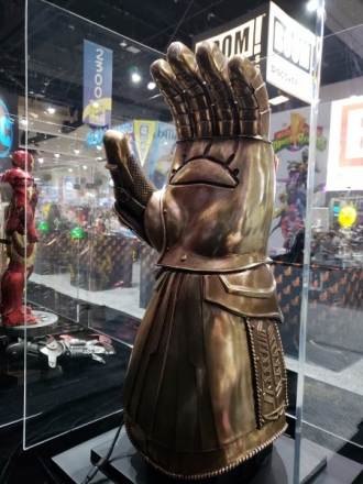 infinity-gauntlet-sideshow-collectibles-sdcc2018_4.jpg