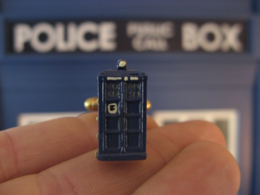TARDIS-Cufflinks1.jpg