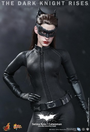 Hot Toys - The Dark Knight Rises - Selina Kyle - Catwoman Collectible Figure_PR8.jpg