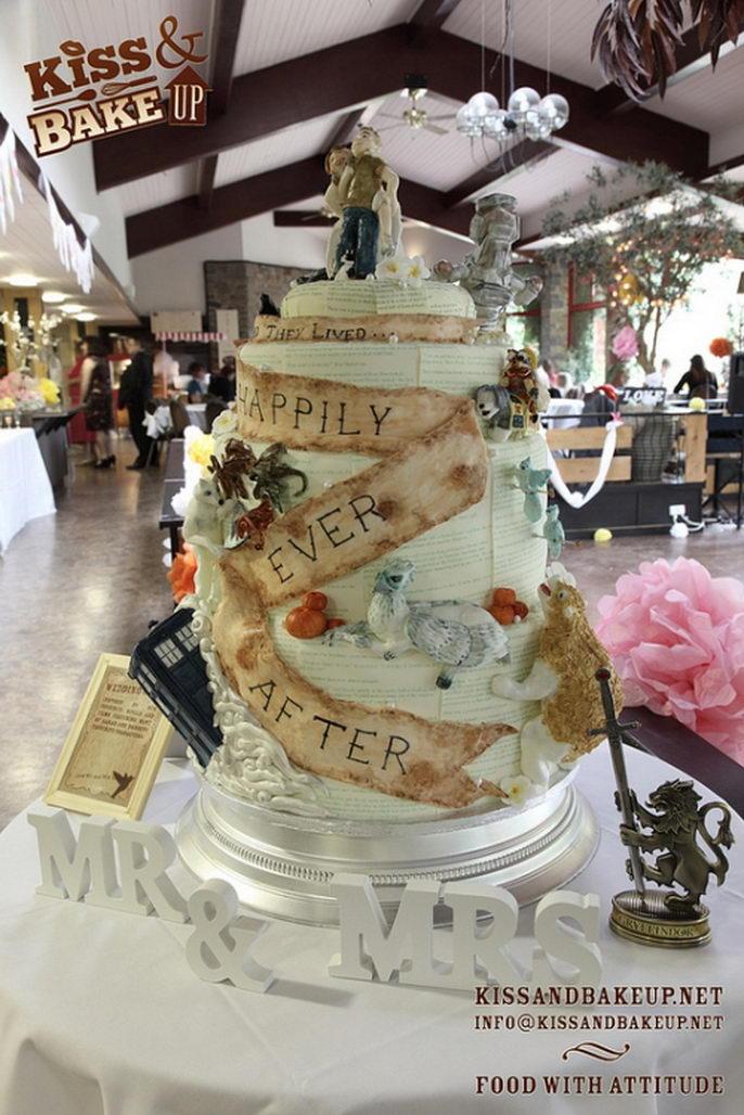 Behold The Ultimate Geek Wedding Cake Youbentmywookie