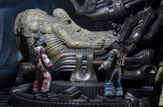 NECA-Alien-Foam-Space-Jockey-004.jpg