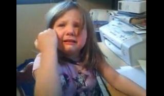 justin_bieber_makes_girl_cry.jpg