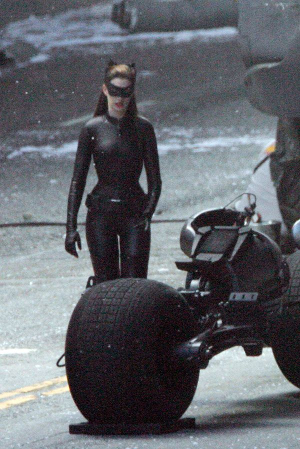 New 'Rises' Set Images, Anne Hathaway As Catwoman In Full