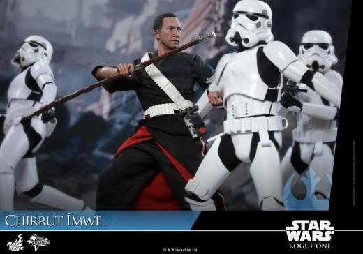 Hot-Toys---Rogue-One-A-Star-Wars-Story---Chirrut-Imwe-Collectible-Figure_PR11.jpg