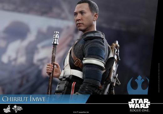 Hot-Toys---Rogue-One-A-Star-Wars-Story---Chirrut-Imwe-Collectible-Figure_PR16.jpg