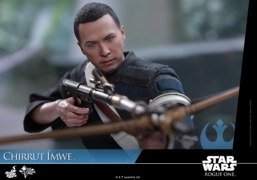 Hot-Toys---Rogue-One-A-Star-Wars-Story---Chirrut-Imwe-Collectible-Figure_PR20.jpg