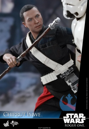 Hot-Toys---Rogue-One-A-Star-Wars-Story---Chirrut-Imwe-Collectible-Figure_PR9.jpg