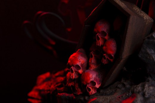 Mondo-Batman-Red-Rain-Statue-skulls.jpg