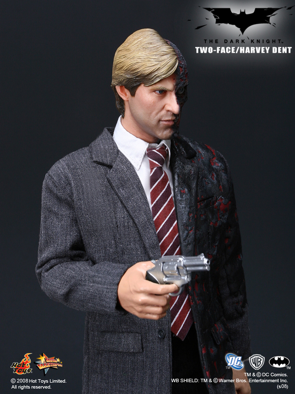 Harvey Dent New Earth: Hot Toys Two-Face/Harvey Dent 1/6th Scale Collectible