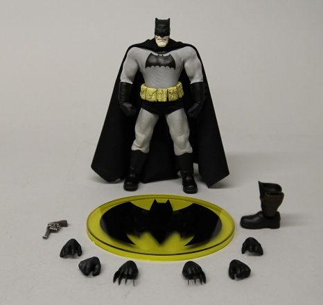 Mezco-6-inch-Dark-Knight-Returns-Batman-Promo-9.jpg