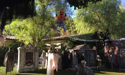 What's Hot: James Cameron Decorated His Front Yard For Halloween and it is AWESOME