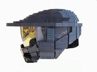 Wearable-Master-Chief-helmet-made-out-of-Legos_2.jpg