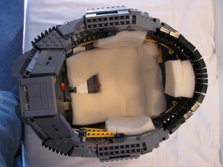 Wearable-Master-Chief-helmet-made-out-of-Legos_3.jpg