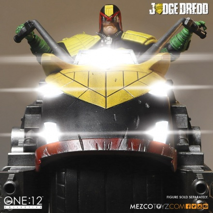 judge_dredd_lawmaster_collective_mezco_3.jpg