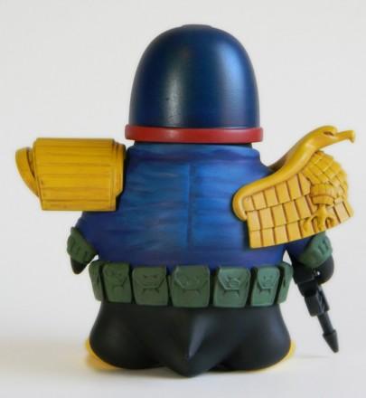 Joe-Amaro-Judge-Dredd-Cosplay-Penguin-3-686x746.jpg