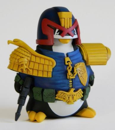 Joe-Amaro-Judge-Dredd-Cosplay-Penguin-4-686x778.jpg