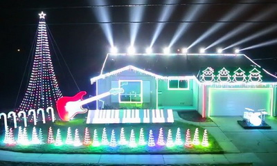 What's Hot: Star Wars Christmas Light Display Includes Spotlight Lightsaber Duel