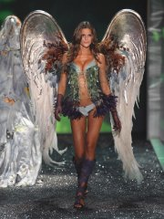 victorias-secret-2009-runway-pictures-2.jpg