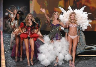 victorias-secret-2009-runway-pictures-group.jpg