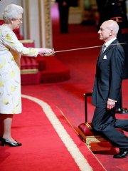 patrick-stewart-knighted.jpg