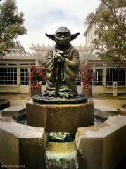 epic_yoda_fountain.jpg