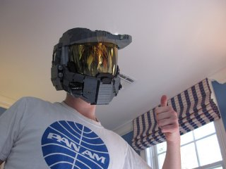 Wearable-Master-Chief-helmet-made-out-of-Legos_1.jpg