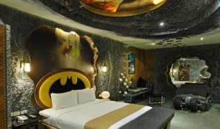 batman-love-hotel-1.jpg