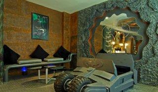 batman-love-hotel-2.jpg