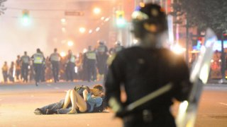 kissing-couple-nhl-riot.jpg