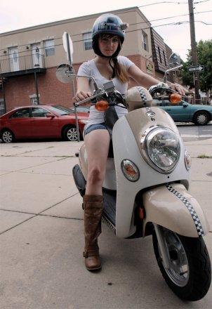 r2_d2_bike_helmet_3.jpg