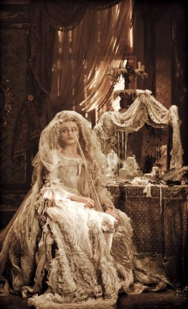 Helena_Bonham_Carter_wedding_dress.jpg