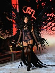 victoria_secret_superheroes_03.jpg