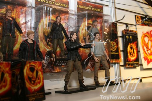 neca-hunger-games-1.jpg